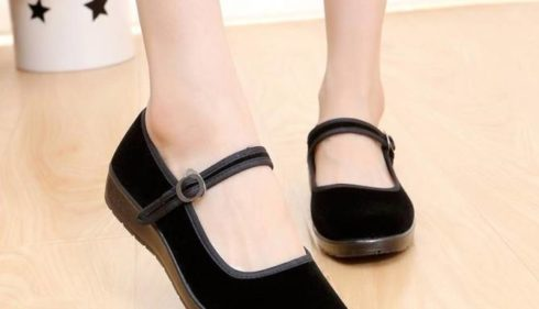 Cách làm sạch giày nhung hiệu quả
